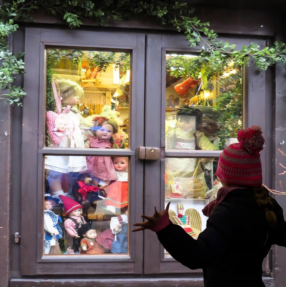 christmas_gift_christmas_gift_doll_window_toys_wish_you_joy-kerst-weetjes-en-nieuwjaar-weetjes