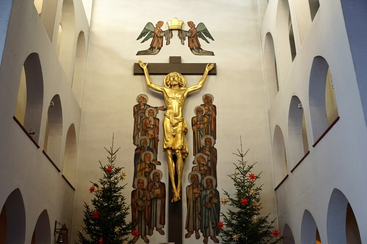 church_jesus_tuttlingen_religion_germany_holy_window_christmas