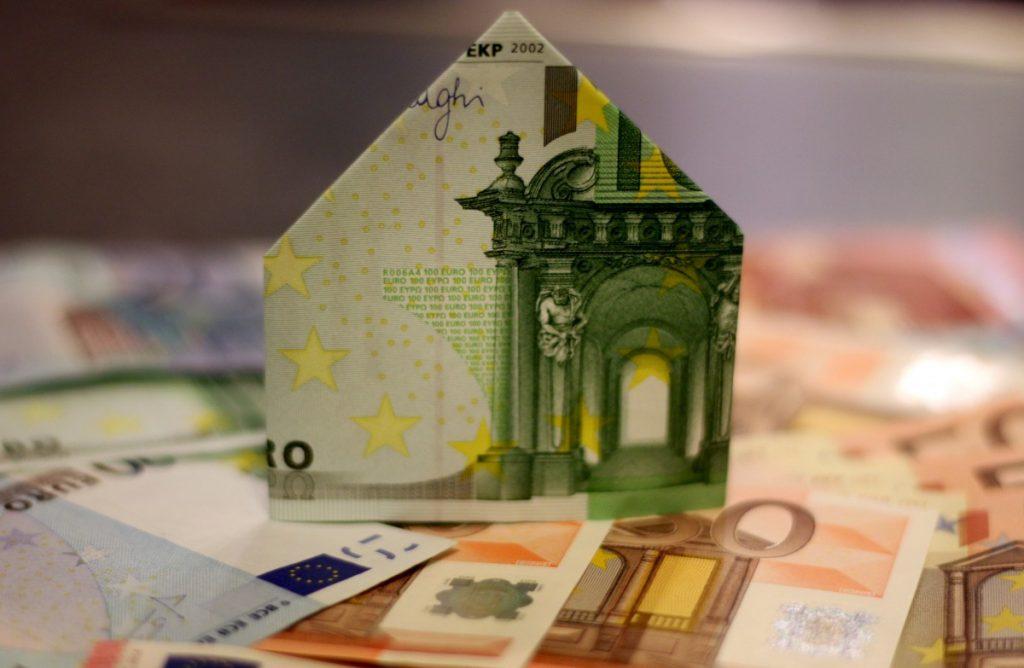 House with euro money - Geld lenen minileneing